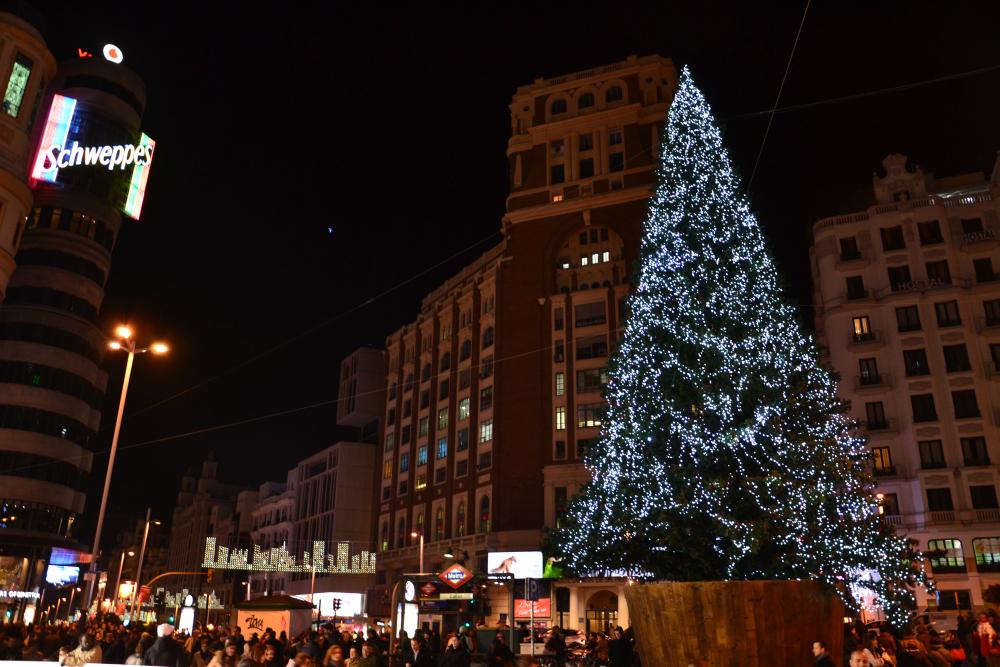 Decorazioni natalizie nella Plaza de Callao
