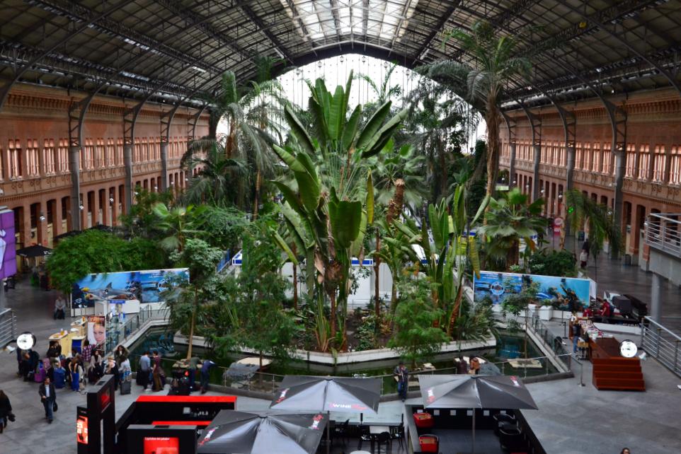 Puerta de Atocha è la stazione più importante della Spagna per flusso di passeggeri (circa 90 milioni di viaggiatori all'anno)