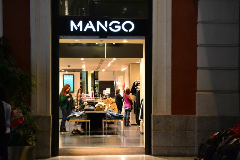 Mango è una delle catene di moda più popolari in Spagna