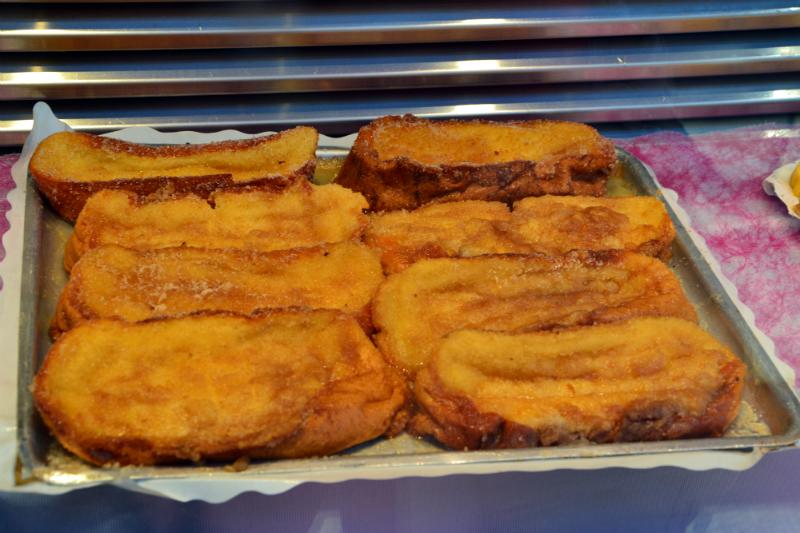 """""""Torrijas"""" (pane inzuppato di latte e uova con cannella, fritto e spolverato di zucchero) / Foto OgoTours"""