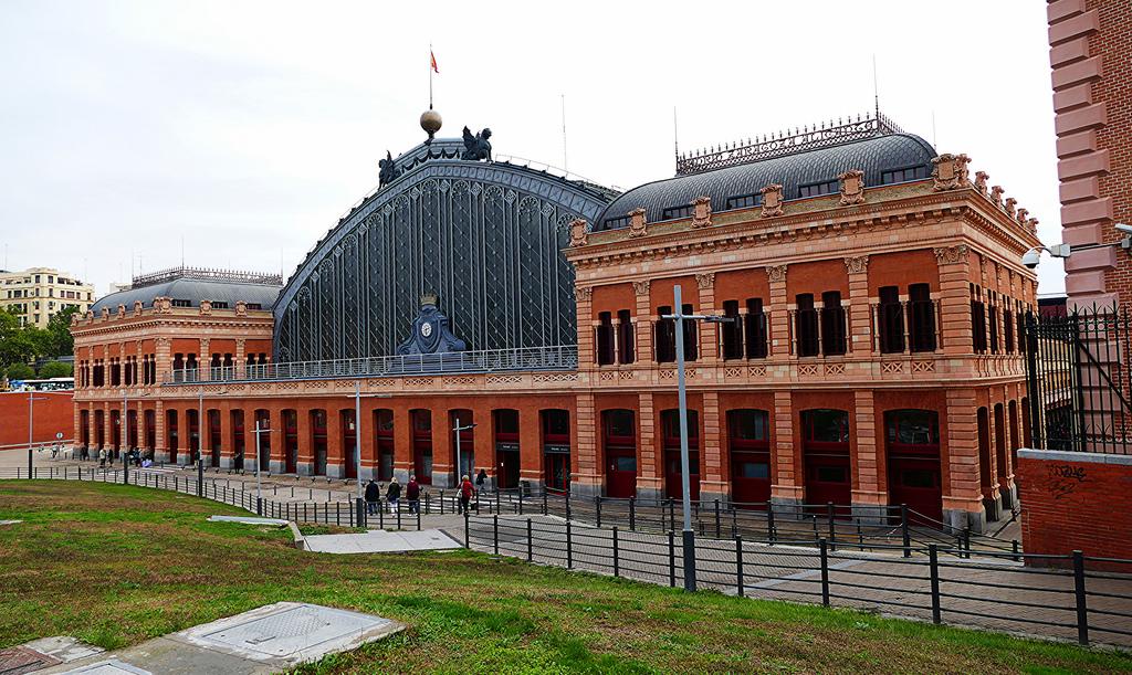 La stazione di Atocha (1892) è il nodo centrale della rete dei pendolari / Antonio Marín Segovia (Flickr / C.C.)