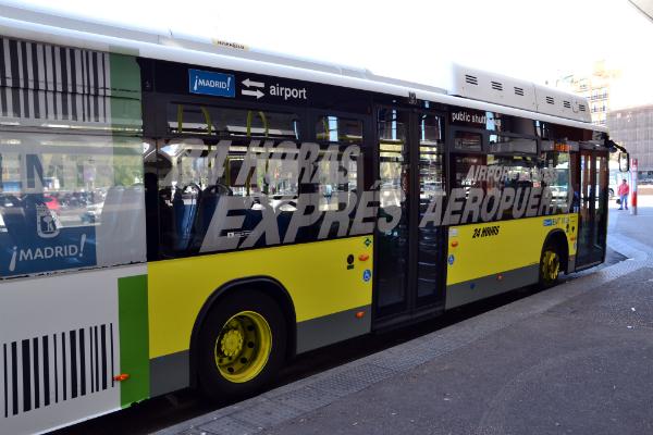 Bus Express, questa linea di autobus offre un servizio continuo, pari a 24 ore al giorno per 365 giorni all'anno / Foto: OgoTours
