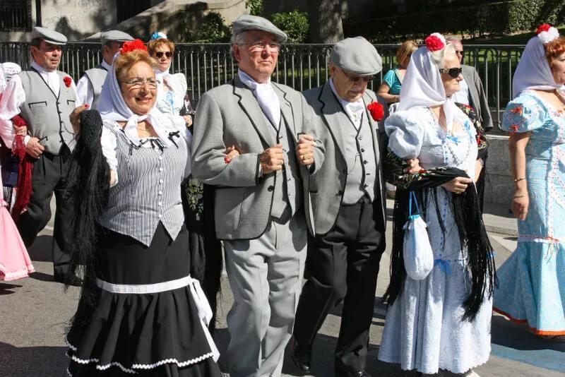 persone in costumi tradizionali a Madrid
