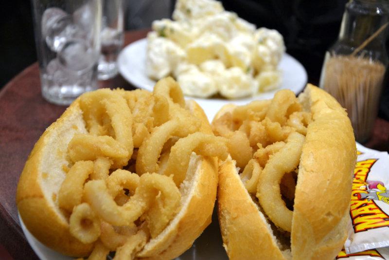 Panini con calamari, una delle specialità culinarie di Madrid / foto: OgoTours